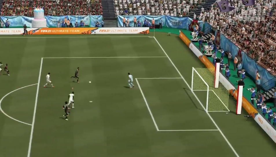 FIFA 21 - How to Move the Goalkeeper